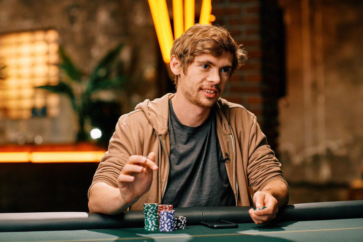 Andy Stacks、Fedor Holz、Matt Stout分享撲克位置重要性以及手牌领先的影响